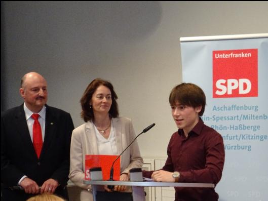 Jacob Syndikus (Jusos Aschaffenburg) hält seine Rede für ein starkes Europa
